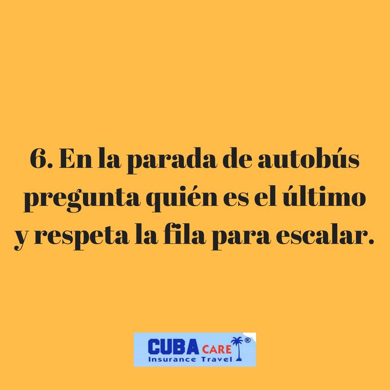 Consejos para viajar a Cuba: en la parada de autobús pregunta quién es el último y respeta la fila para escalar